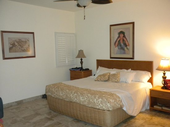Outrigger Royal Sea Cliff: our bedroom