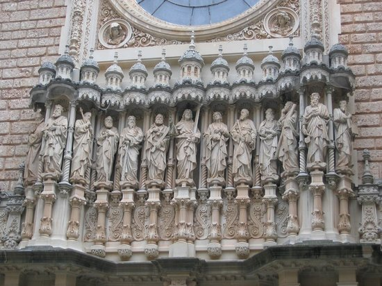 Barcelona Turisme - Afternoon in Montserrat Tour : Saints in the courtyard