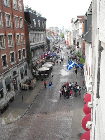 Auberge du Vieux-Port: View from our room - the cobbled streets of Old Montreal