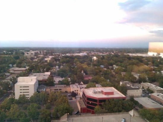 شيراتون دراند ساكرامنتو هوتل: The view from our room 