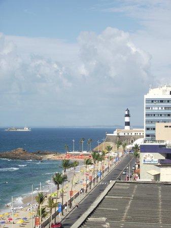 Monte Pascoal Praia Hotel Salvador: Da sacada do apto, temos a visão do Farol da Barra (ponto turístico)