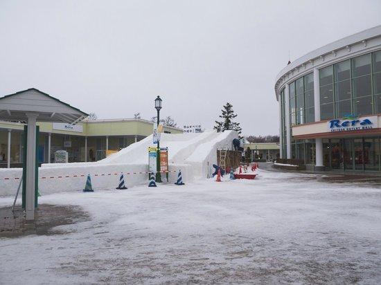 Chitose Outlet Mall Rera: Mini Sledding Park?