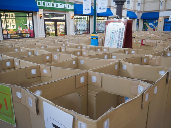 Chitose Outlet Mall Rera: Maze made of Boxes
