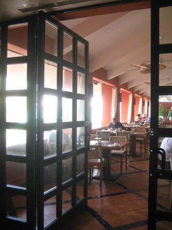 Club Med Cancun Yucatan: Dining room at main restaurant - La Hacienda