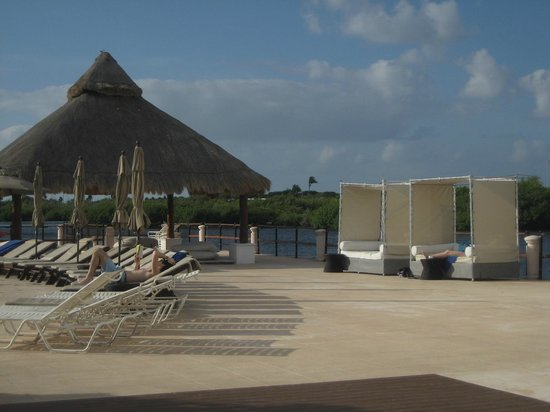 Club Med Cancun Yucatan: pool side