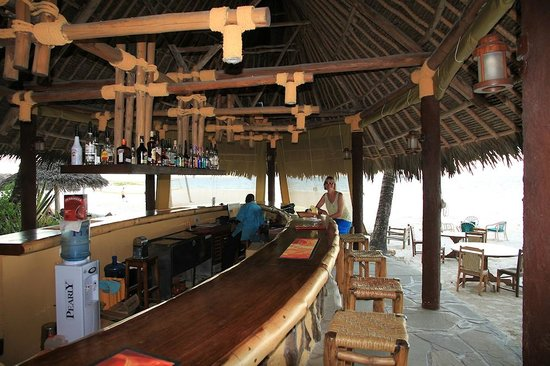 Pinewood Beach Resort & Spa: Beach bar