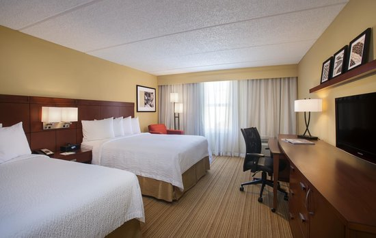 Courtyard Miami Aventura Mall: Two Queen Bed Guest Room