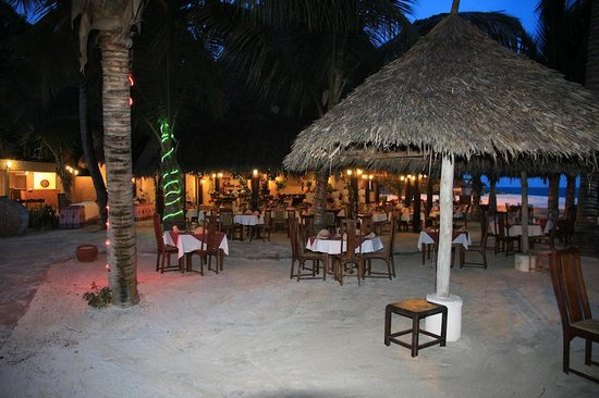 Pinewood Beach Resort & Spa: BBQ evening at the beach