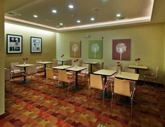 TownePlace Suites Nashville Airport: Dining Area