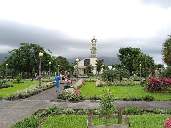 Hotel Lomas del Volcan: La Fortuna Square