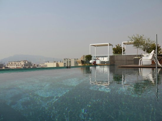 Hotel Ohla Barcelona: View from rooftop pool