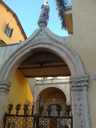 chiesa di San Lorenzo - Verona: Chiesa di S.Lorenzo-in corso Cavour-Verona