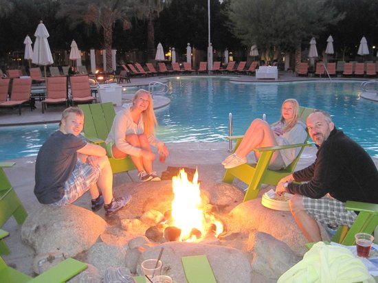 Riviera Palm Springs Resort: Amazing Firepits throughout the property