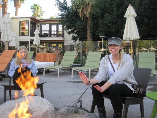 The Riviera Palm Springs, A Tribute Portfolio Resort: Happiness at FirePits