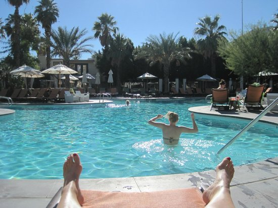 Riviera Palm Springs Resort: Amazing Pool area