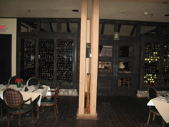 Grouse Mountain Lodge: wine room