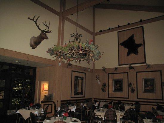 جروس مونتن لودج: dining room 