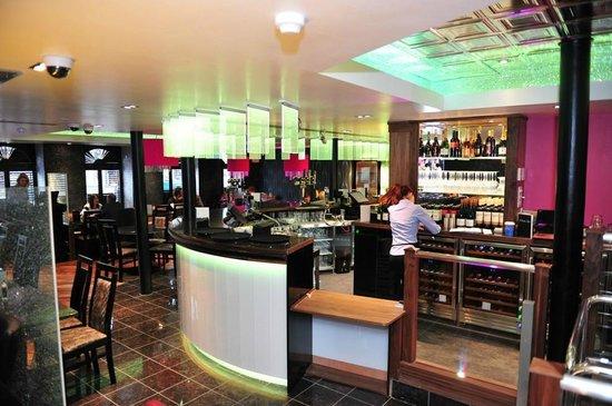 Atrium Bar Restaurant: Bar Area