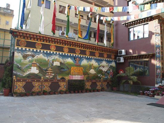 Hotel Tibet International: Outdoor court yard