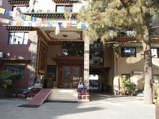Hotel Tibet International: 2nd view of coutyard