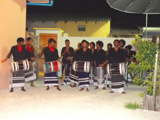 Summer Villa Guest House: Cultural show - Bodu Beru