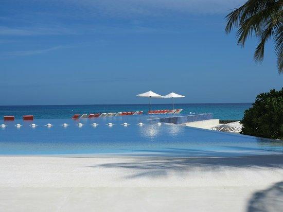 Kuramathi Island Resort: Piscina