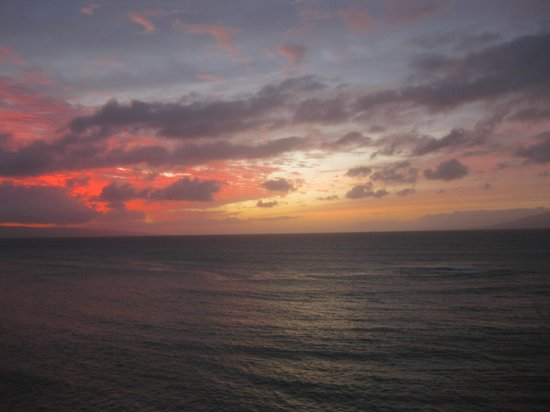 Kahana Beach Resort: More sunset from our balcony