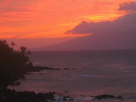 Kahana Beach Resort : Sunset from balcony