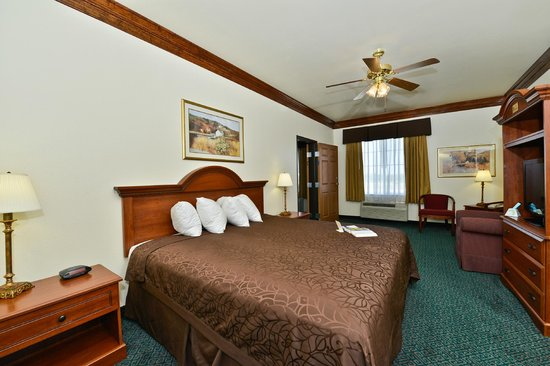 BEST WESTERN Fort Worth Inn & Suites: 2-Room Suite King Bed-1