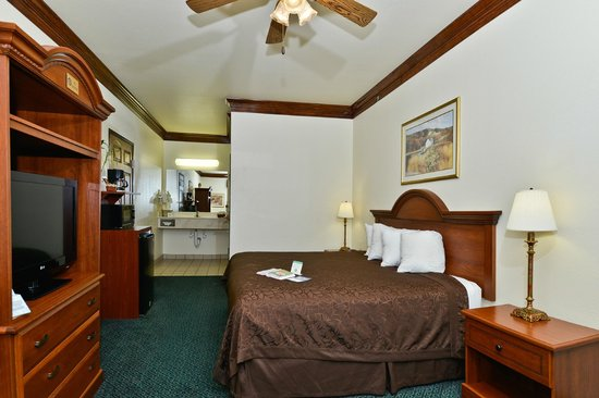 BEST WESTERN Fort Worth Inn & Suites: 2-Room Suite King Bed-