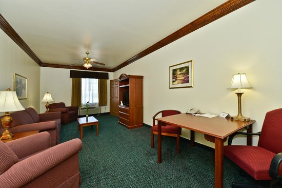 BEST WESTERN Fort Worth Inn & Suites: 2-Room Suite Seating Room-1
