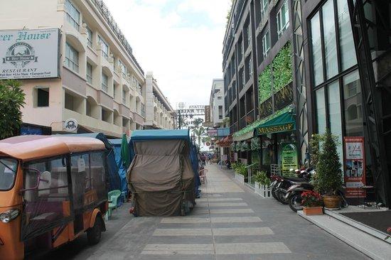 AYA Boutique Pattaya Hotel: Shopping carts outside hotel