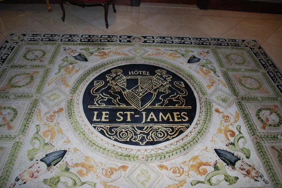Hotel Le St-James: Welcoming floor adornment!
