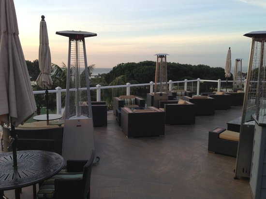 Laguna Cliffs Marriott Resort & Spa: Outdoor dining area