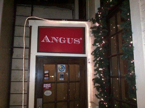 Angus' Cafe Bistro: Entrance