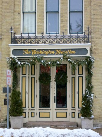 Washington House Inn: Front