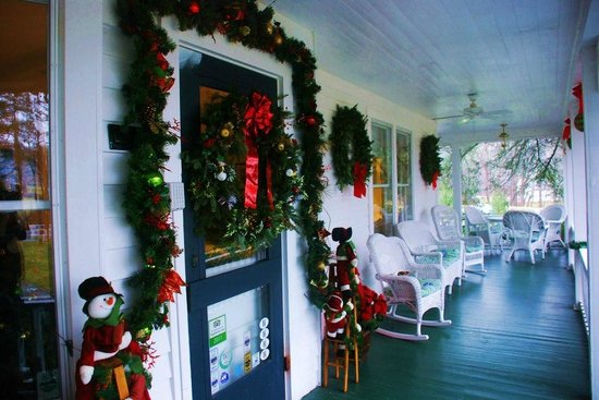 Taylor House Inn: Awesome front porch with lots of comfy chairs