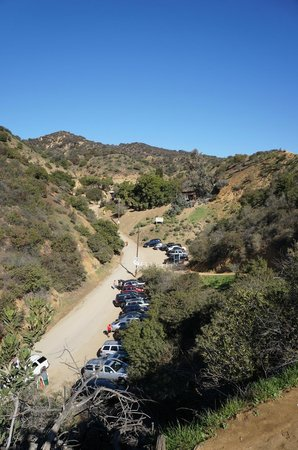 Hollywood Bed & Breakfast: Beachwood Canyon parking