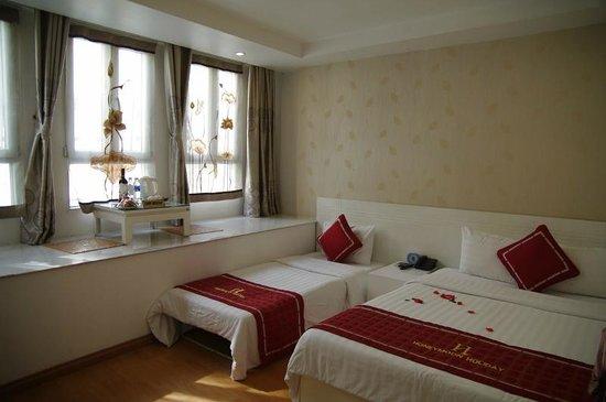 Hanoi Holiday Diamond Hotel : Chambre côtè rue, premier étage