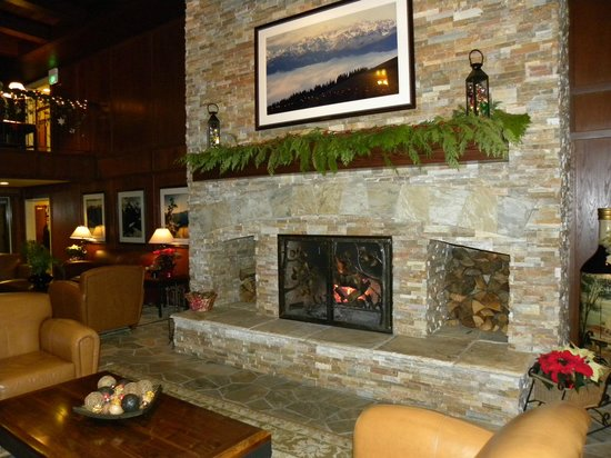 Olympic Lodge: Gorgeous fireplace!