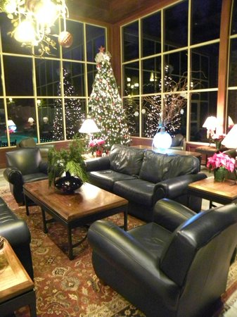 Olympic Lodge: Decorated for the holidays