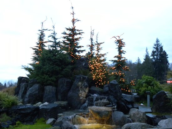 Olympic Lodge: Lit trees and waterfall at hotel entrance