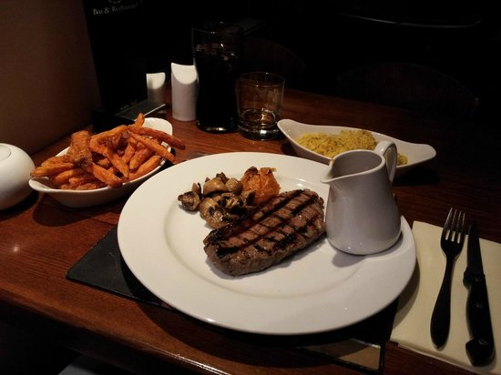 HQ Bar and Restaurant : Main Meal