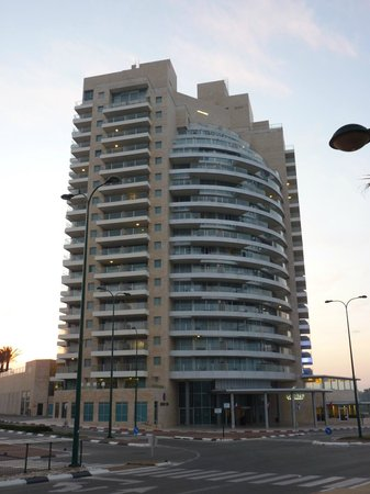 Ramada Hotel and Suites Netanya: hotel exterior