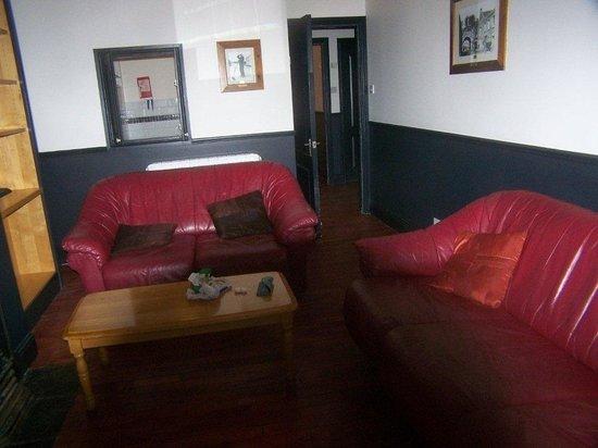 Oliver St. John Gogarty's Hostel: Living Rom