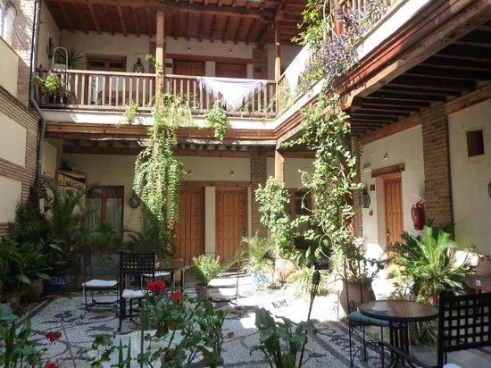 Abadia Hotel Granada: Patio