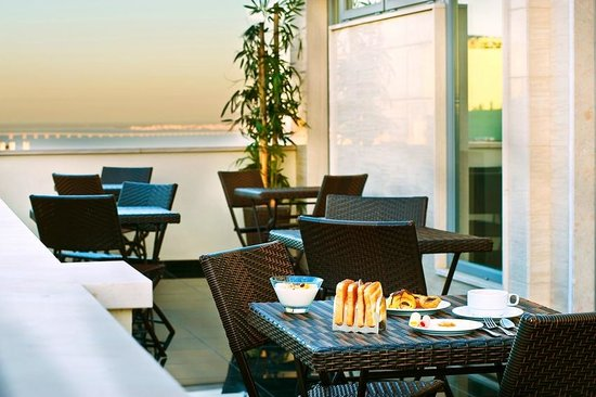 Hotel Dom Afonso Henriques: View Balcony Breakfast Room