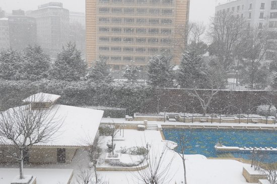 Grand Hyatt Istanbul: Snowing - view from our room