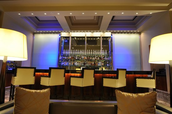 Grand Hyatt İstanbul: Bar on mezzanine