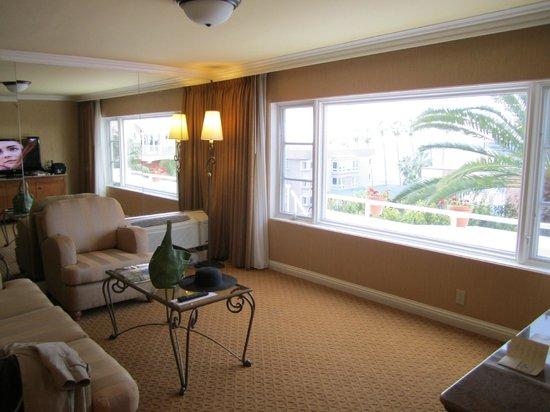 La Valencia Hotel: Living room